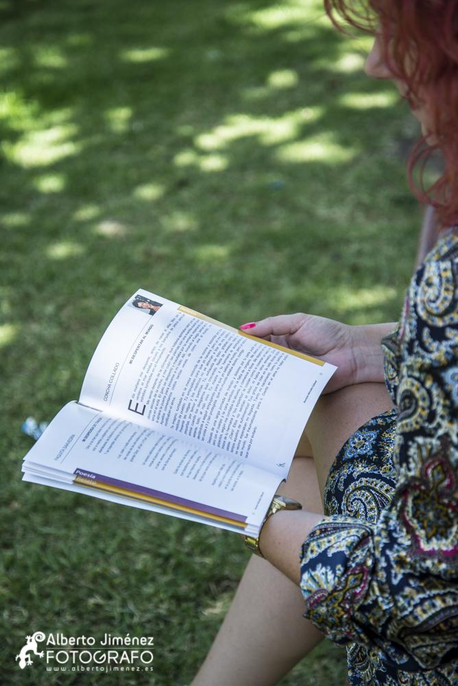 Nuria Ruíz leyendo